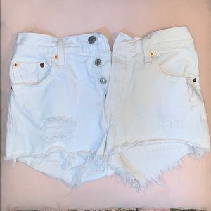 LEVI's white jean shorts Size 25